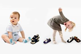 Les premières chaussures de bébé