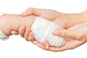 Les gestes de premiers secours spécifiques à bébé